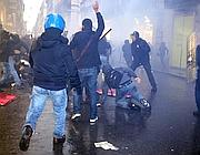 Un momento degli scontri in via del Corso
