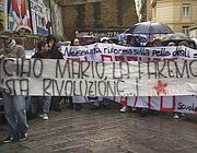 Lo striscione degli studenti di Napoli per Monicelli (foto Controluce)
