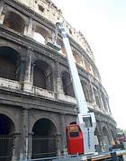 Interventi sulle arcate del Colosseo (foto Ansa)