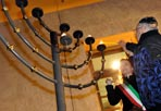 Festa per Hannuka - Il momento dell'accensione del candelabro  per la festa di Hannukka al Portico d'Ottavio (Eidon)