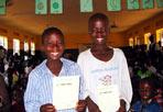 I bimbi che non esistono - Serata di beneficenza, lunedì 13 dicembre a Trastevere, per presentare il progetto di sostegno della Comunità di Sant'Egidio ai «bambini che non esistono» dell'Adjumani (Uganda): un  progetto sposato quest'anno dal viticoltore friulano Alvaro Pecorari di Lis Neris. Con la fondazione intitolata alla figlia «Francesca Pecorari Onlus», il vigneron  si affianca a Sant'Egidio per costruire una scuola e un centro per bambini in Nord Uganda, ad Adjumani. In questa zona molti minori sono privi di identità, per lo stato è come se non esistessero, perchè non sono iscritti all'anagrafe. Il progetto Lis Neris-Sant'Egidio include perciò il programma Bravo! per la registrazione anagrafica dei bambini. Pecorari contribuirà al finanziamento con il ricavato delle vendite del suo «Fatto in Paradiso», vino prodotto solo in magnum con una etichetta che aveva disegnato la stessa figlia Francesca, scomparsa in un incidente stradale (Fondazione Francesca Pecorari Onlus, www.francy.org)