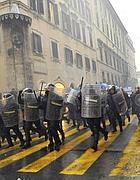 Carabinieri a Roma in assetto anti sommossa lo scorso 30 novembre