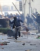 Un momento degli scontri di martedì 14 a Roma (Ansa)
