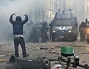 Un momento degli scontri in via del Corso (Ap)
