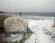 Neve sulla spiaggia di Civitavecchia (Reuters)