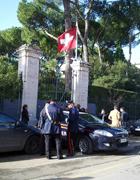 Carabinieri davanti all'Ambasciata svizzera (Proto)