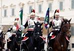 Festa del Tricolore - Cambio della Guardia solenne al Palazzo del Quirinale, con lo schieramento e lo sfilamento del Reggimento Corazzieri e della Fanfara del IV Reggimento Carabinieri a cavallo, in occasione della Festa del Tricolore, oggi 7 gennaio 2011.
