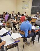 Studenti a un esame di maturità (Fotogramma)