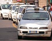 Fermata taxi a Roma (Imagoeconomica)