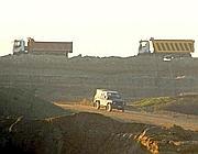 Camion portano via la terra dagli scavi dei Monti dell'Ortaccio (Faraglia)