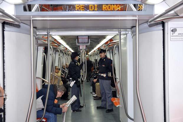 Il vagone della polizia foto del giorno corriere roma for Roma mobile atac