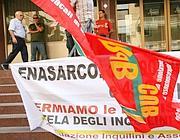Una protesta di inquilini Enasarco contro le dismissioni (Eidon)