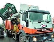 Un camion di Gaia per la raccolta di rifiuti