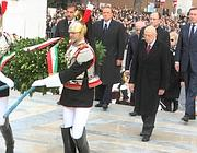 Napolitano all'Altare della Patria (Infophoto)