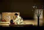 «Coraggio Giappone» - Una cerimonia del tè a sostegno del Giappone. Questo quanto ha caratterizzato all'Ara Pacis «Nippon Gambare!» (In italiano «Coraggio Giappone»), uno degli eventi organizzati da Roma Capitale e dalla Fondazione Italia-Giappone per sostenere la popolazione giapponese colpita dal terremoto e dallo tsunami dello scorso 11 marzo.  La maestra Satsuki Chigusa ha celebrato la cerimonia del tè alla quale ha fatto seguito una esecuzione pianistica del'artista giapponese Ryoko Tajika Drei, alla presenza del sindaco di Roma Gianni Alemanno.  I privati e le associazioni che vogliono partecipare alla campagna di solidarietà «Coraggio Giappone» potranno versare i loro contributi sul conto corrente bancario intestato a «Roma Capitale pro terremotati del Giappone» Codice Iban Unicredit It64K0200805117000101341980. I fondi verranno raccolti dalla Cri e devoluti interamente alla Croce rossa giapponese, come suggerito dall'Ambasciata del giappone in Italia. (Foto Ansa)