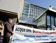 Presidio del Comitato Acqua Pubblica sotto l'Acea di Velletri per denunciare l'acqua all'arsenico (Eidon)