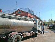 Autobotti per rifornirsi di acqua (foto Proto)