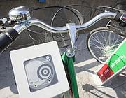 La colonnina per la tessera del bike sharing a Roma