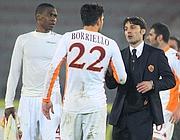 Borriello riceve i complimenti da Montella dopo il gol contro il Lecce nella partita del 4 marzo scorso (Ansa)