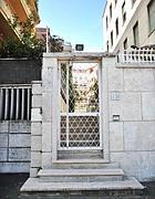 L'esterno della sede della Epg ai Parioli: la placca della società è stata rimossa (Milestone)