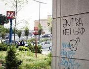 La scritta apparsa sui muri di Roma dopo la lettera minatoria ad Alemanno (Eidon)
