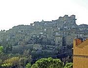 Il borgo antico di Castelnuovo sulla Tiberina (foto Mario Proto)