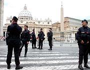 Controlli delle squadre antiterrorismo a San Pietro (foto Eidon)