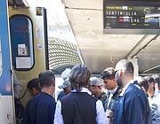 I profughi tunisini salgono su un treno per Ventimiglia (Proto)