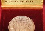 Medaglia per Roma - Regalata alla capitale per il giorno del compleanno, il 21 aprile, la medaglia dei 150 Anni di Unità d'Italia è stata presentata in Campidoglio insieme con il francobollo. (foto Mario Proto)