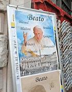 Calendari e libri su Wojtyla in vendita in San Pietro (Proto)