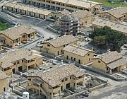Il complesso di abitazioni intorno a un vecchio silos
