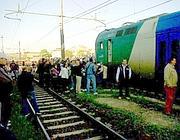 Binari occupati e treni bloccati in maggio a Monterotondo (Ansa)