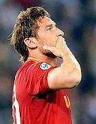 Francesco Totti saluta i tifosi (Ansa)