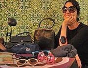 Un banco di borse e occhiali nel mercatino del Necci, al Pigneto