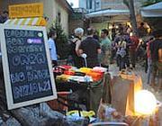 Il mercatino dell'usato del Necci, al Pigneto: si vendono o si barattano oggetti e abbigliamento