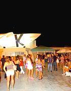 Giovani in pista alla discoteca Barkabar (foto Faraglia)