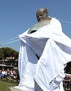 La statua viene svelata (Jpeg)