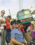 Protesta di pendolari sui binari alle porte di Roma (Eidon)
