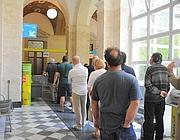 In coda all'ufficio postale di piazza San Silvestro a Roma (Proto)