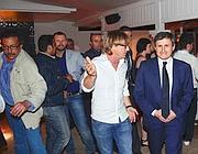 Il sindaco Alemanno venerdì in discoteca a Ostia (foto Faraglia)