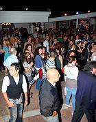 Folla venerdì 10 in una discoteca sul litorale (Faraglia)