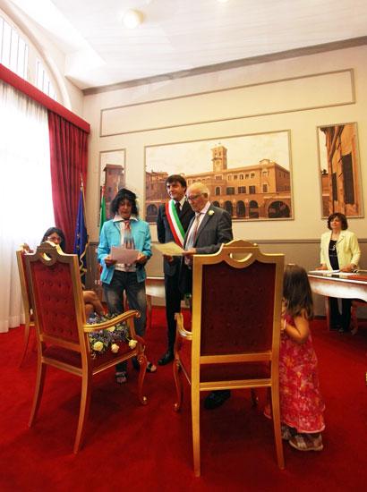 Nozze nella sala rossa foto del giorno corriere roma for Luogo di nozze con cabine