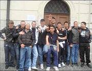 Perozzi con gli amici in piazza Madonna dei Monti