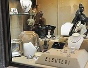 La vetrina della gioielleria (foto Proto)