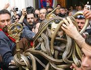 La festa dei serpari a Cocullo, in Abruzzo (Ap)