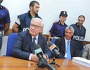 Da sinistra, il procuratore Capaldo e il capo della Mobile Rizzi (Proto)