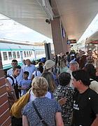 Folla di pendolari a Orte (Ansa)