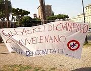 Una protesta dei comitati contro il rumore di Ciampino (foto Proto)