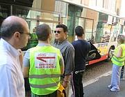 Addetti dell'Atac in piazza San Silvestro (De Leo)
