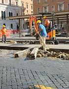 Cantiere sulla piazza  (foto De Leo)